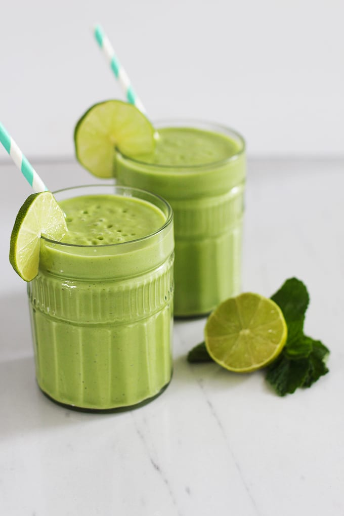 A roundup of 25 healthy and delicious Green Smoothies to boost your energy! | fitlivingeats.com