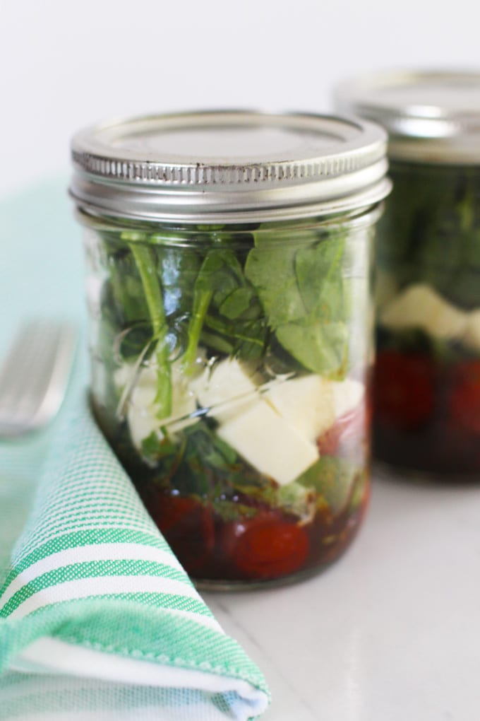 Roasted Tomato Caprese Mason Jar Salad | Meal prep made easy with this delicious Roasted Tomato Caprese Mason Jar Salad that has all of the classic Italian ingredients!