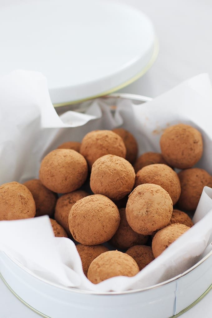 Chocolate Peanut Butter Maca Truffles made with superfood ingredients to satisfy your sweet tooth with natural sugars! | fitlivingeats.com