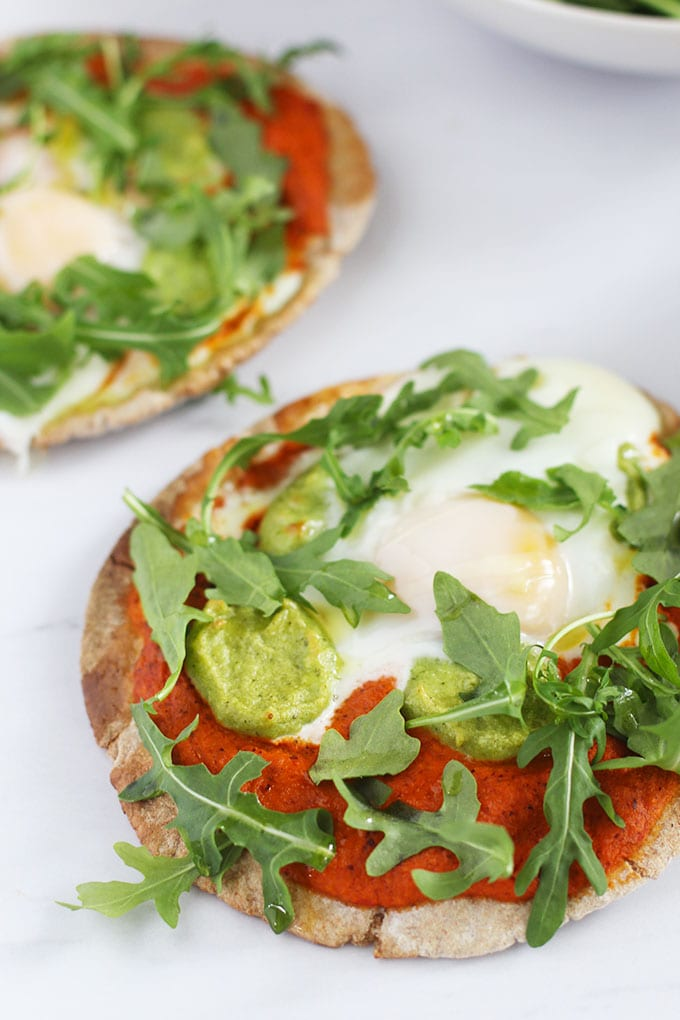 Make all of your breakfast dreams come true with this Breakfast Pita Pizza made with Toufayan pita, Romanesco sauce, basil cashew ricotta and an egg! #spon