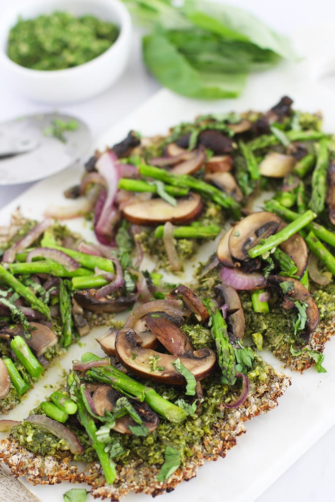 Delicious, healthy and easy Clean Green Cauliflower Pizza (vegan and gluten-free!).