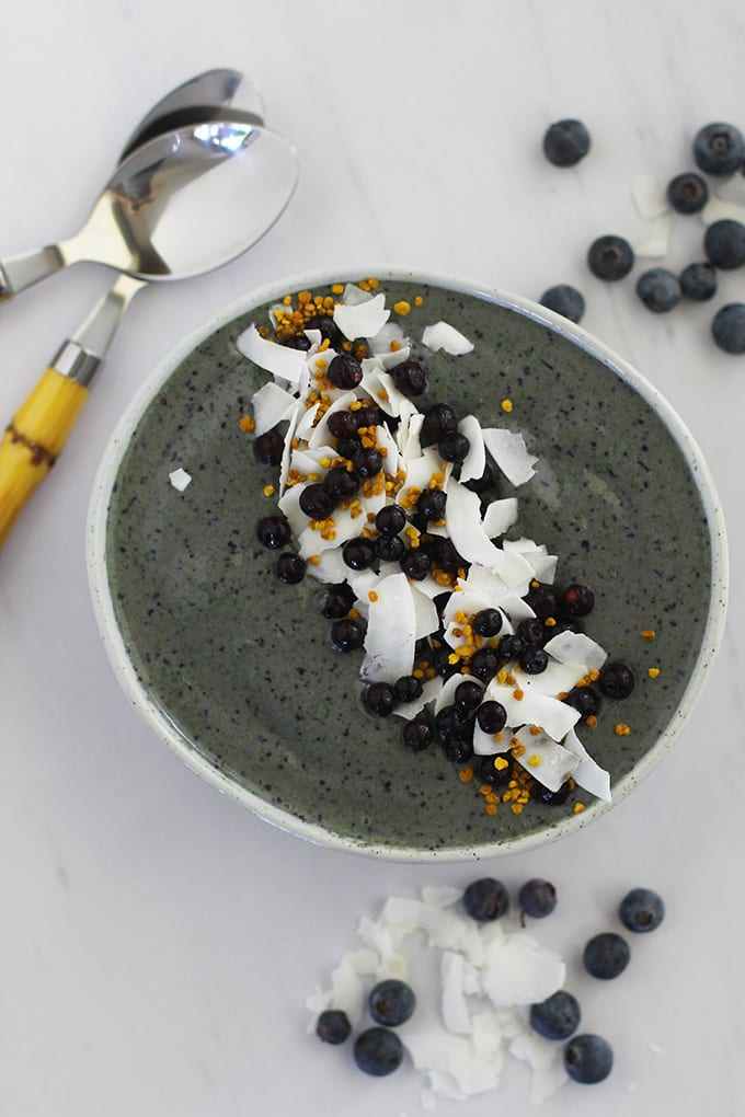 Anti-Inflammatory Almond Ginger Blueberry Smoothie Bowl
