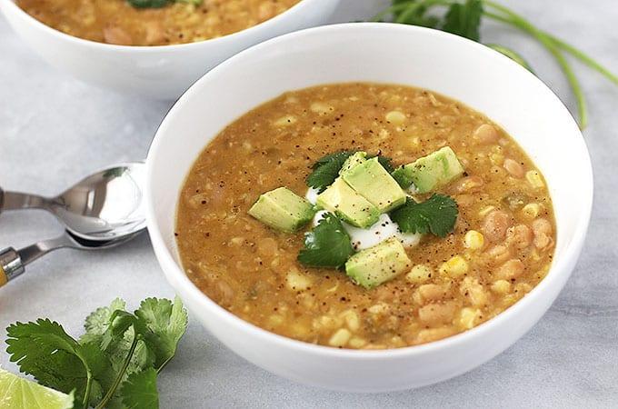 white bean chili featured