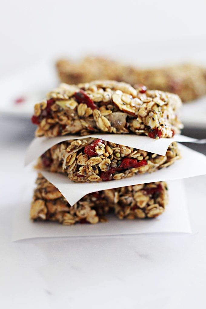 Superfood Energy Granola Bars for a quick and healthy snack! || fitlivingeats.com