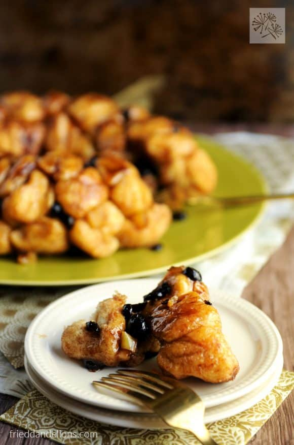 FitLiving Eats by Carly Paige - 17 Vegan Breakfast Recipes for Christmas Morning monkey-bread-5-580x876